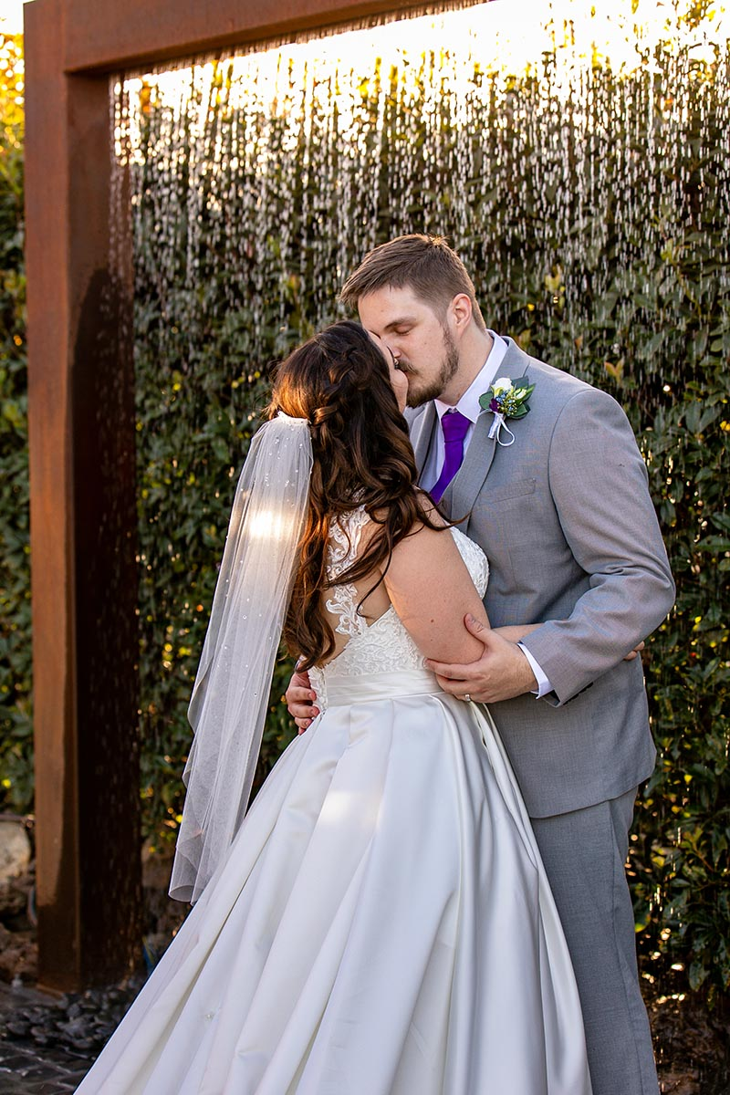 Wedding Photography - kissing under water